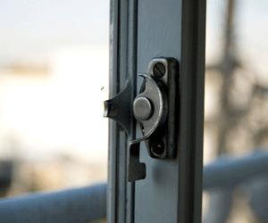 無施錠の窓